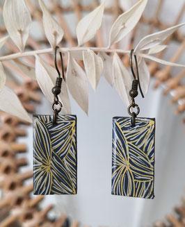 boucle d'oreille rectangle motif lignes blanches et dorées