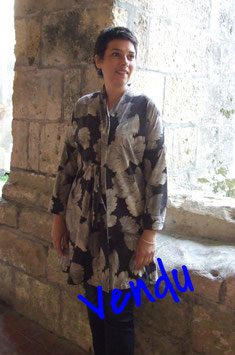 Veste en jersey fluide font taupe motif fleurs beige