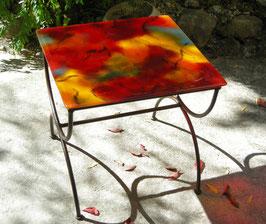 Table basse de salon carrée camaïeu rouge