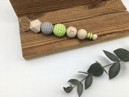 Schlüsselanhänger Holz | mit einem Buchstaben | zwei Häkelperlen | verschiedene Farbmodelle