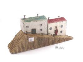 Treibholz - Häuser auf Schräge