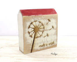 Holzhaus mit Pusteblume und Spruch make a wish...