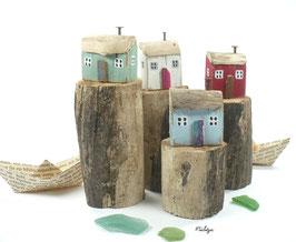 Treibholzdeko - reetgedecktes Holzhaus auf Treibholz