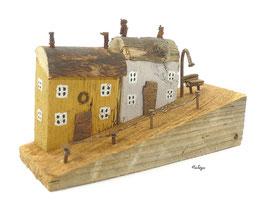 Treibholz - Häuser auf der Schräge, Laterne, Bank