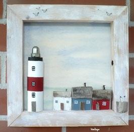 Holzbild  - Treibholz, Leuchtturm mit Holzhäusern als Fischerhäuser