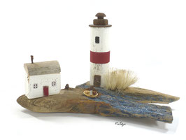 Treibholz - Leuchtturm mit Schilf und Fischerhaus