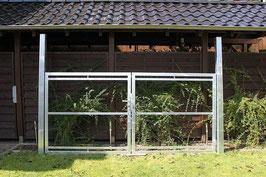 Einfahrtstor, vorgerichtet für eine bauseitige Holzfüllung