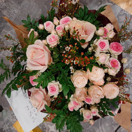 Bouquet avec réserve d'eau, à partir de 30€