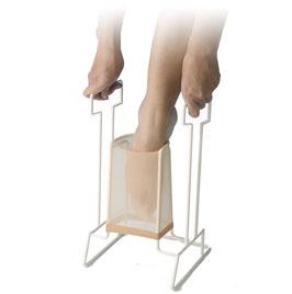 Ayuda pone medias y calcetines de compresión. Ref.40510060