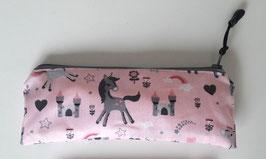 Mini trousse licornes grises sur fond rose