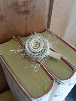 Klammer mit Papierrose