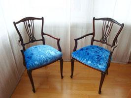 ein Paar Blaue Stühle