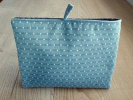 Tablet Bag für grosse Tablets  - Hellblaue Baumwolle mit ecru Tupfen hineingezogen / grobe Leinen Sand, Futter: Sand