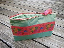 Tablet Bag für iPad Mini - Rotes Blumenband auf grün