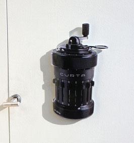 Curta Magnet exakt auf Kontur gefräst - aus hochwertigem Acryl-Glas 3 mm