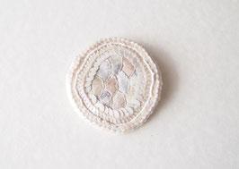 刺繍のブローチshiro02