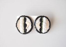 刺繍のイヤリングmonoto-n