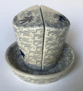 Peper en zout stel met blauw esdoorn blad