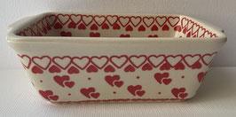 Kleine pasteibak met rode hartjes