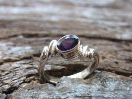 DEVINE VIBES Ring mit facettierten Amethyst - Sterling Silber