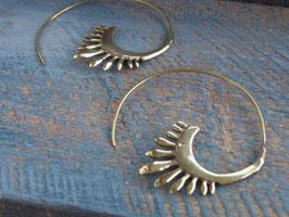 HOOPS Ohrringe Spirale Tribal vergoldetes Messing