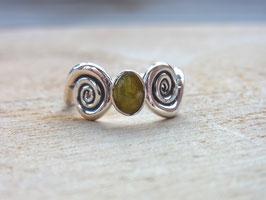 CAT''S EYE Ring mit grünem Katzenauge und Spiralen - Silber - Unikat