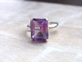 DEVINE Ring mit transparentem Amethyst - Silber