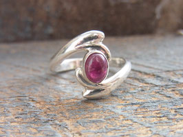 WAVE OF LOVE Ring mit pink Turmalin Cabochon