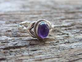 DEVINE LIGHT Ring mit Amethyst Cabochon - Sterling Silber