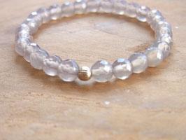 LIGHT Armband aus hellgrauen facettierten Achat Perlen
