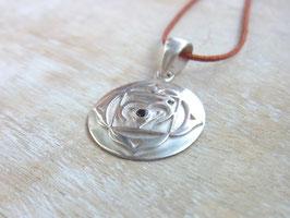 MULADHARA Nylonbandkette mit handgeschmiedetem Wurzelchakra Symbol und rotem Granat - Silber