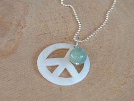 PEACE & HAPPYNESS Kette mit Peace Anhänger aus Perlmutt und Aquamarin Kugel