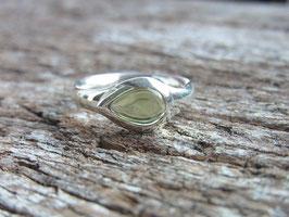JOY - Ring mit hellgrünem Peridot Cabochon - Silber - Handarbeit