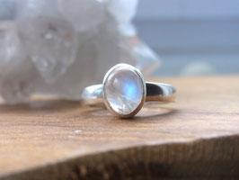 MOON LIGHT Ring mit Regenbogen Mondstein - Silber - Unikat