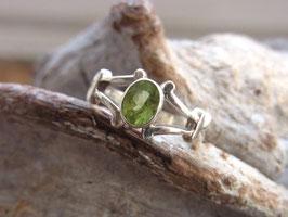 SPRING - Ring mit facettiertem Peridot - Silber - Unikat