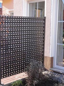 Sichtschutz aus Metall 1,7 m lang und 1,7 m höhe