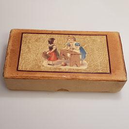 Schachtel mit Puppenstubenzubehör (Nr. 1)