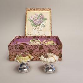 Schachtel mit Torten- und Veilchenoblaten
