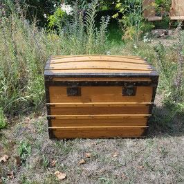 Schöner Koffer, Holz mit Metallbeschlägen, wohl um 1920