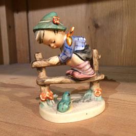 Hummel-Figur, Junge mit Frosch, Angsthase