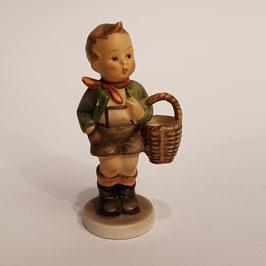 Hummel-Figur, Bub mit Korb
