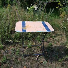 Gartentisch, Metall, alt bemalt, blau-orange
