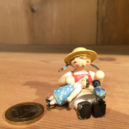 Mädchen mit Puppe