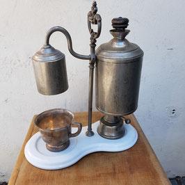 Uralte Kaffemaschine, museal