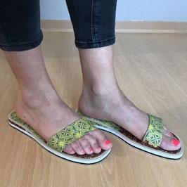Sandales plates en tissu pagne verte