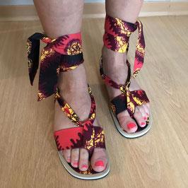 Sandales plates à lanières tissu pagne rouge