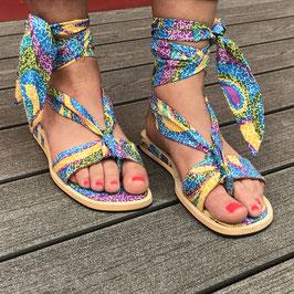 Sandales plates à lanières tissu pagne
