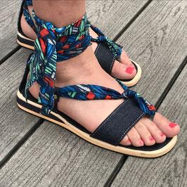 Sandales plates à lanières tissu pagne et jean