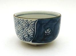 """Petite tasse à thé / coupe à saké motif """"Pruniers"""""""