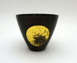Coupe à saké Oborotsuki, bois laqué noir et feuille d'or